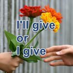「はい、これあげる」は、I'll give you? I give you? どっちが正しい言い方?